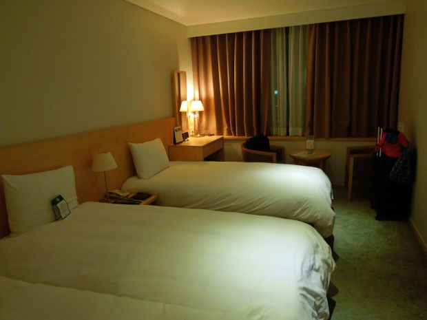 Sutton Hotel Seoul's 3-single bed room. Cozy and clean for it's price! We recommend this hotel to budget travelers :)