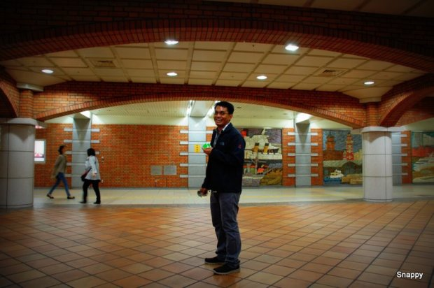 the train station at Minato Mirai does not look a station at all!  it was bricks and nice :)