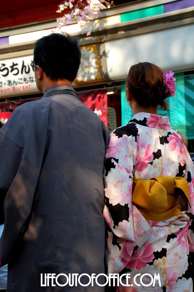 [Asakusa] walking together