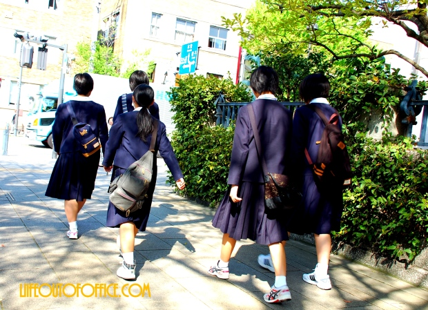 [Kyoto Gion] off to school
