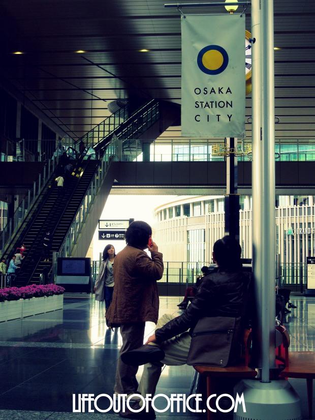 [Osaka Station] waiting game